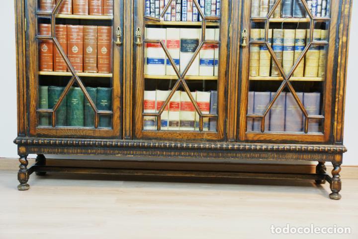 Antigüedades: Bella vitrina librería en madera noble. Cristales originales. 160 cm de alto x 173 cm de ancho. - Foto 5 - 222761766