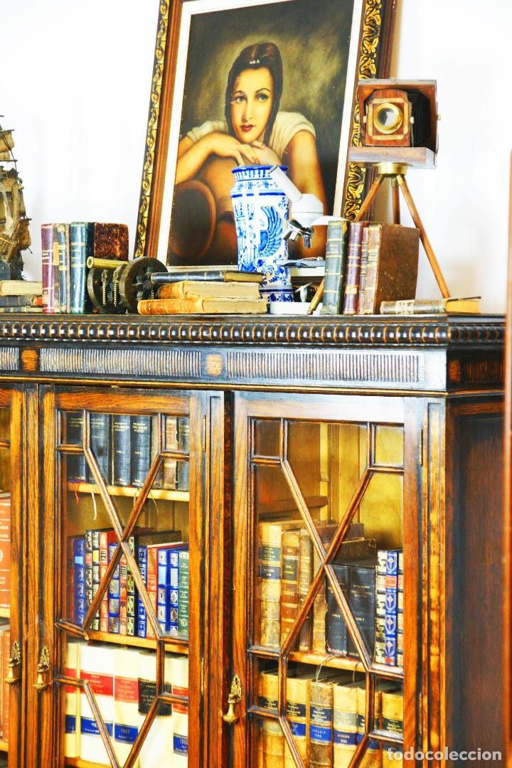 Antigüedades: Bella vitrina librería en madera noble. Cristales originales. 160 cm de alto x 173 cm de ancho. - Foto 6 - 222761766