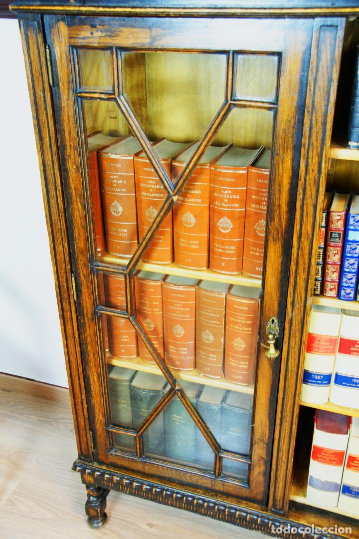 Antigüedades: Bella vitrina librería en madera noble. Cristales originales. 160 cm de alto x 173 cm de ancho. - Foto 8 - 222761766