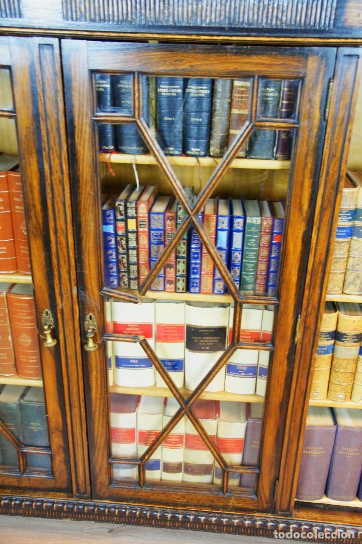 Antigüedades: Bella vitrina librería en madera noble. Cristales originales. 160 cm de alto x 173 cm de ancho. - Foto 9 - 222761766