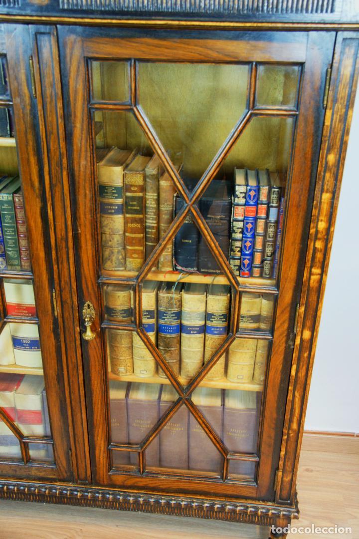 Antigüedades: Bella vitrina librería en madera noble. Cristales originales. 160 cm de alto x 173 cm de ancho. - Foto 10 - 222761766