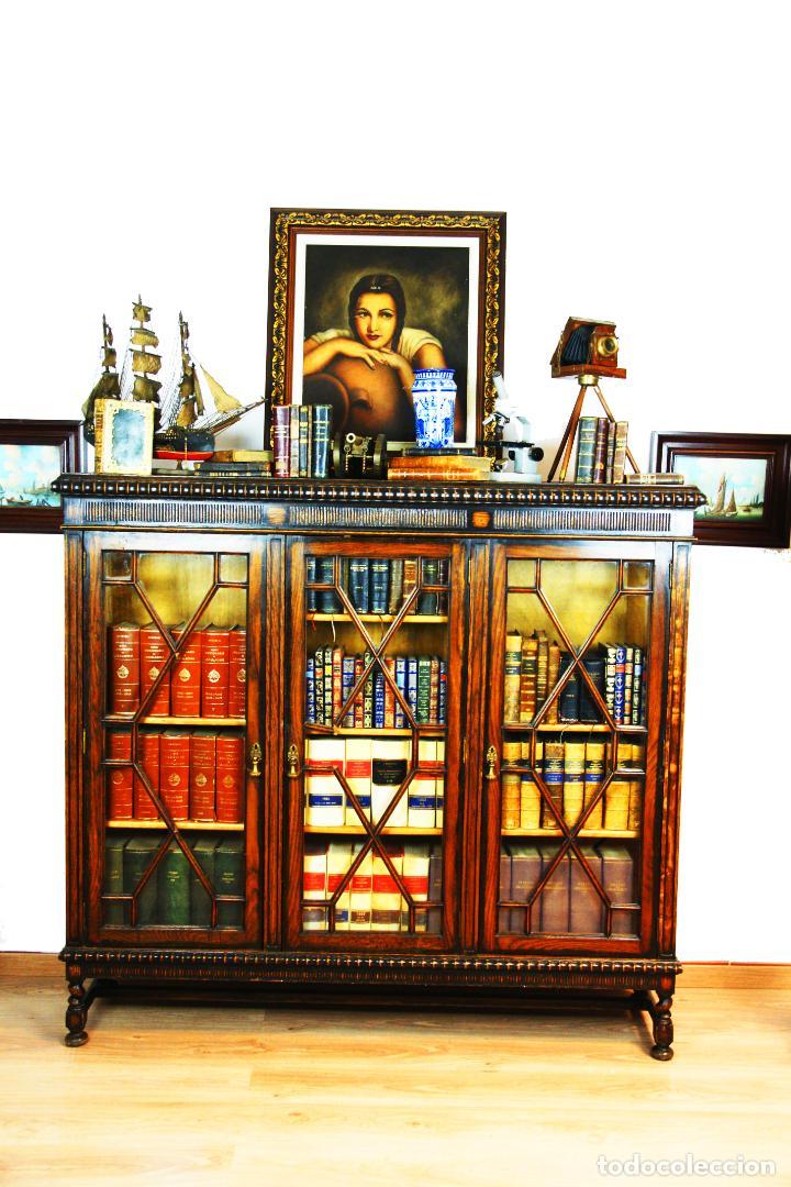 BELLA VITRINA LIBRERÍA EN MADERA NOBLE. CRISTALES ORIGINALES. 160 CM DE ALTO X 173 CM DE ANCHO. (Antigüedades - Muebles Antiguos - Vitrinas Antiguos)