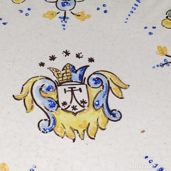 Antigüedades: PLATO EN CERÁMICA ESMALTADA DE TALAVERA. NIVEIRO. ESPAÑA. SIGLO XX - Foto 2 - 222802362