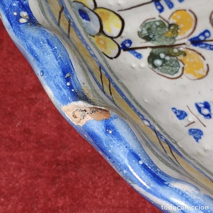 Antigüedades: PLATO EN CERÁMICA ESMALTADA DE TALAVERA. NIVEIRO. ESPAÑA. SIGLO XX - Foto 5 - 222802362