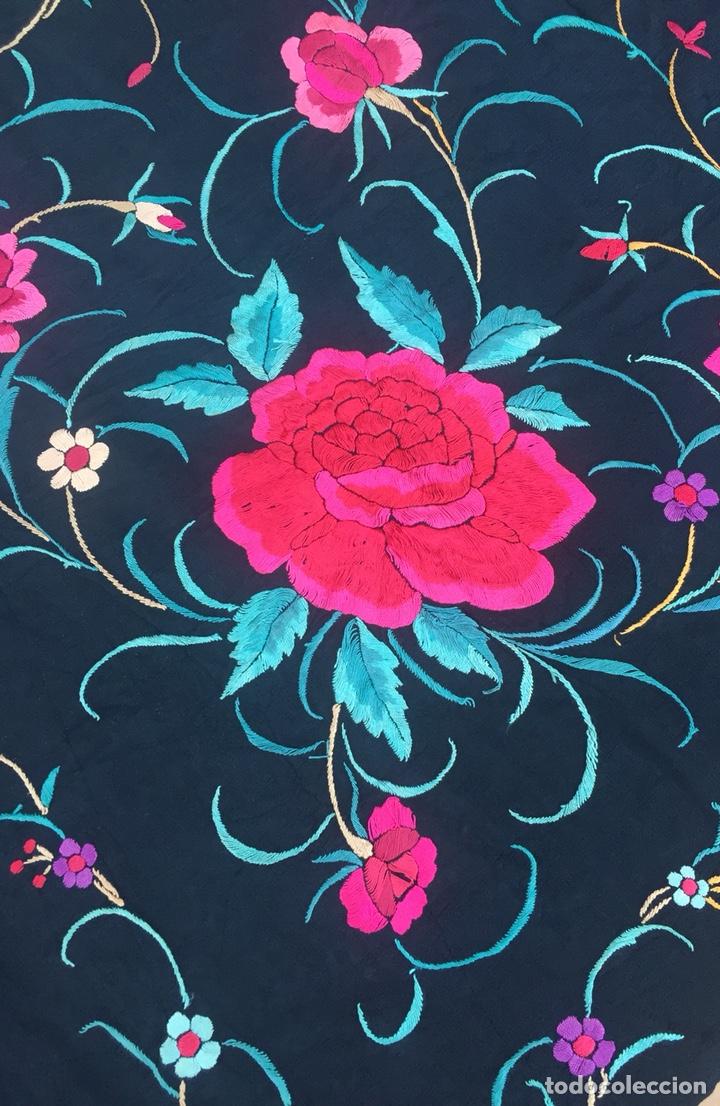 Antigüedades: Antiguo mantón de seda bordado a mano.Ppios siglo XX. - Foto 4 - 222807153