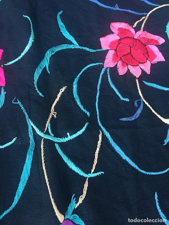 Antigüedades: Antiguo mantón de seda bordado a mano.Ppios siglo XX. - Foto 9 - 222807153