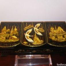 Antiquités: CAJA RUSA - PAPIER MACHE - ESCUELA PALEKH - FIRMADA - PALACIOS Y AVES EN VUELO. Lote 222830093