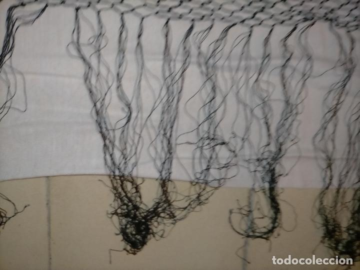 Antigüedades: manton pañuelo pañolon de tul de encaje negro 90 cm centro + 35 cm de enrejado y fleco - Foto 3 - 222837637