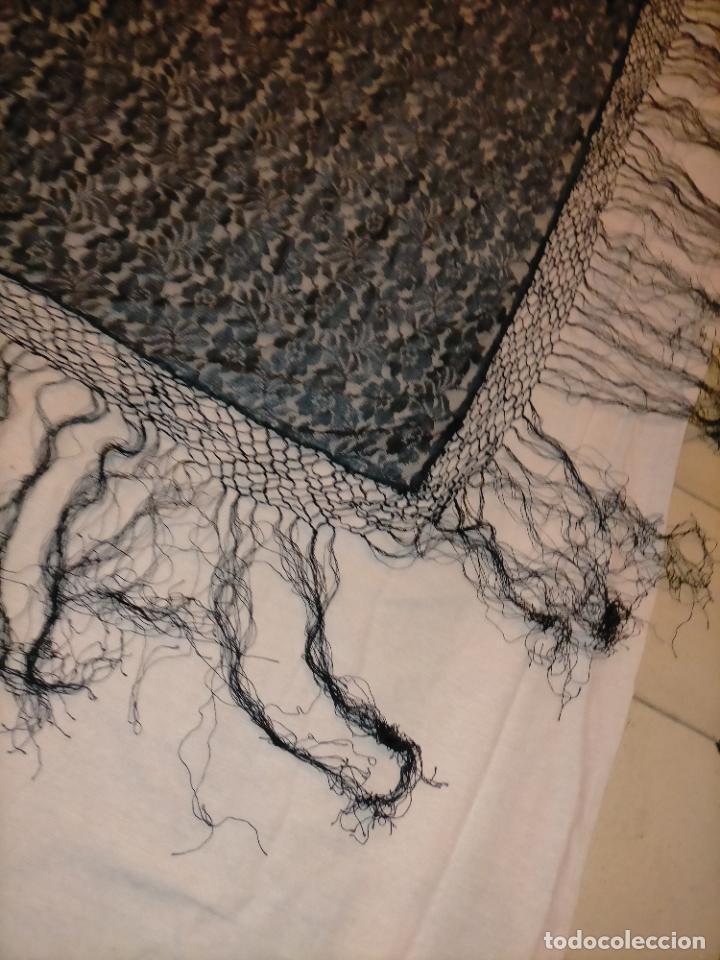 Antigüedades: manton pañuelo pañolon de tul de encaje negro 90 cm centro + 35 cm de enrejado y fleco - Foto 13 - 222837637