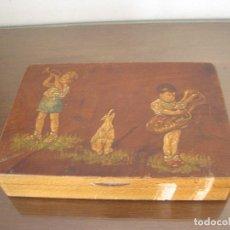 Antigüedades: ANTIGUA CAJA DE MADERA PINTADA CON NIÑOS MÚSICOS. Lote 222847105