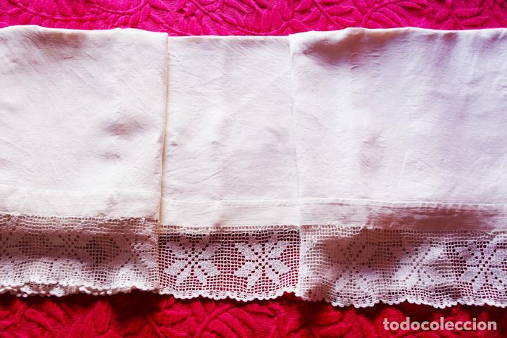Antigüedades: Preciosa sábana de hilo o lino con puntilla de ganchillo. CC.Nº6. 183 cm. - Foto 2 - 222881417