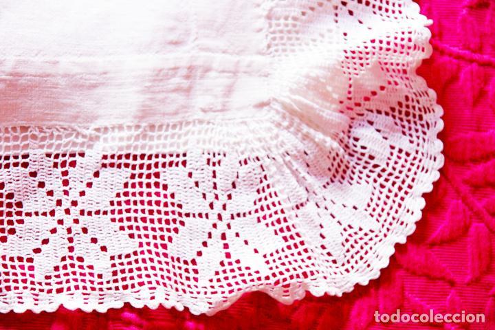Antigüedades: Preciosa sábana de hilo o lino con puntilla de ganchillo. CC.Nº6. 183 cm. - Foto 4 - 222881417