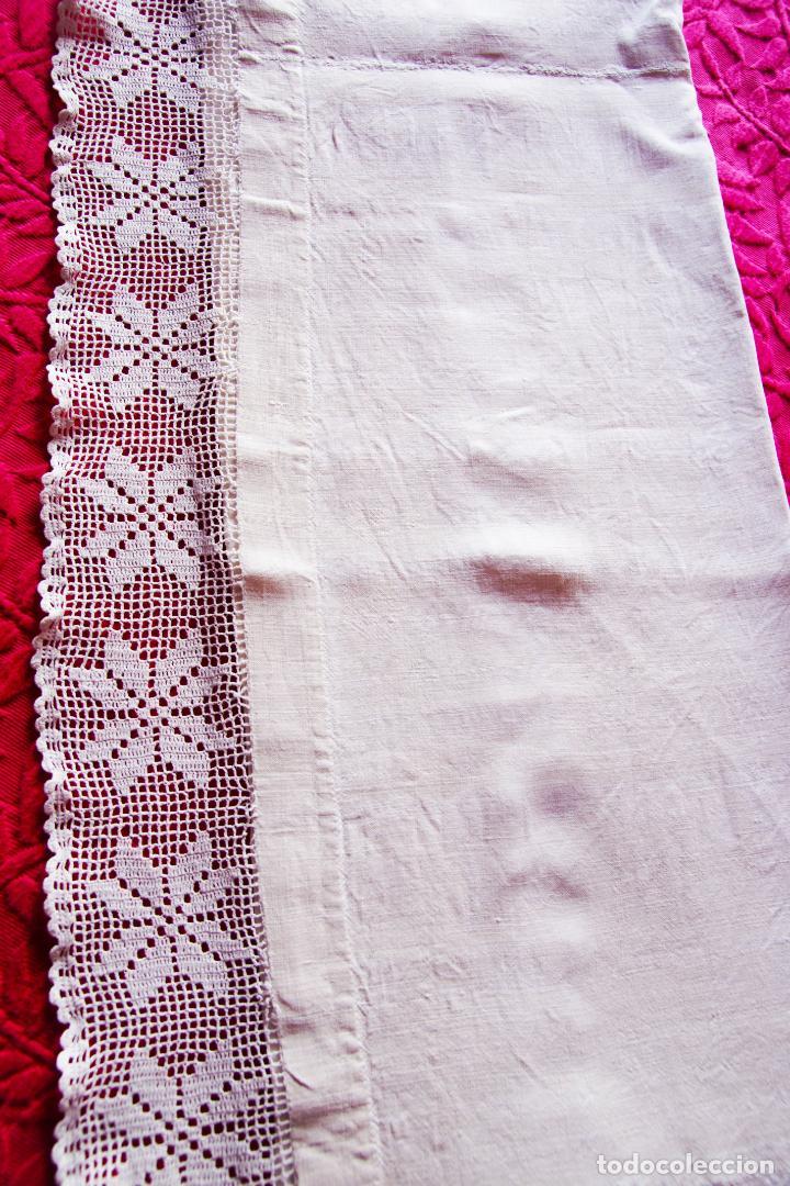 Antigüedades: Preciosa sábana de hilo o lino con puntilla de ganchillo. CC.Nº6. 183 cm. - Foto 6 - 222881417