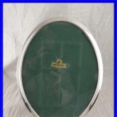 Antigüedades: MARCO DE PLATA 925 OVALADO CON PATAS 26 X 20 CM DE ISABEL CABANILLAS. Lote 222902633