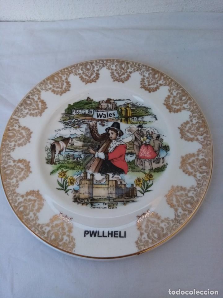 ANTIGUO PLATO DE POSTRE PWLLHELI WALES PYRAMID POTTERY (Antigüedades - Porcelanas y Cerámicas - Inglesa, Bristol y Otros)