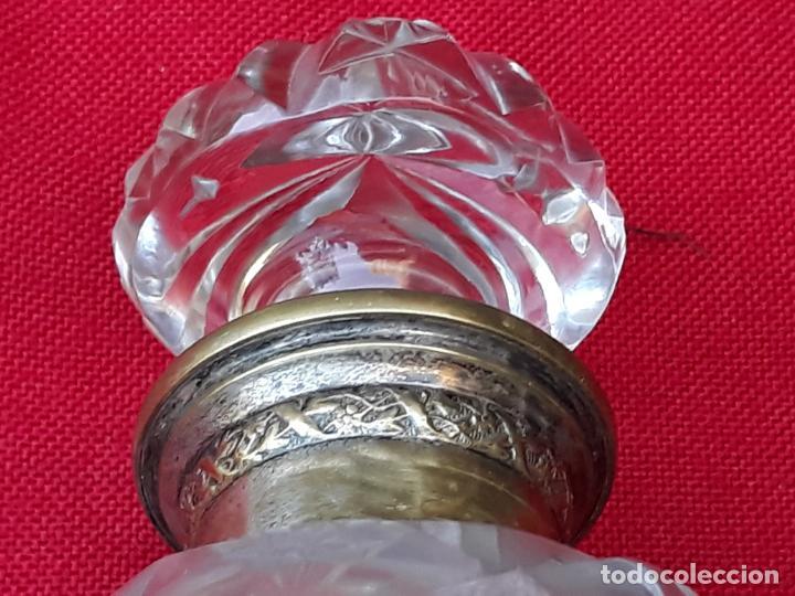 Antigüedades: BOTELLA ANTIGUA EN CRISTAL GRUESO PARA PERFUMES, CON TAPON. SIGLO XIX. - Foto 4 - 222938066