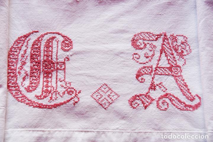 Antigüedades: Bonita sábana de algodón con iniciales bordadas en hilo rosa. CC.Nº7. Siglo XIX. - Foto 2 - 222971060