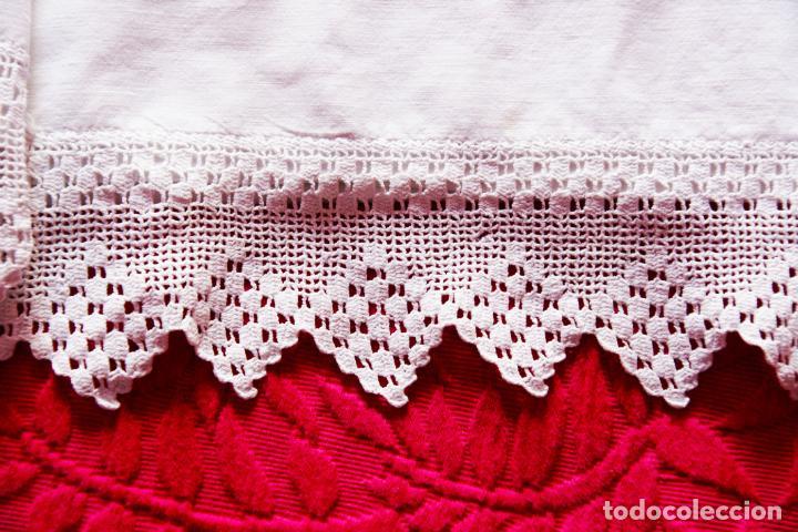 Antigüedades: Bonita sábana de algodón con iniciales bordadas en hilo rosa. CC.Nº7. Siglo XIX. - Foto 3 - 222971060