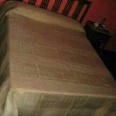 Antigüedades: EXCLUSIVA COLCHA DE ENTREDOSES DE ENCAJE FRANCES (ALENÇON FRANCES) Y ORGANZA BORDADA A MANO. Lote 222974297