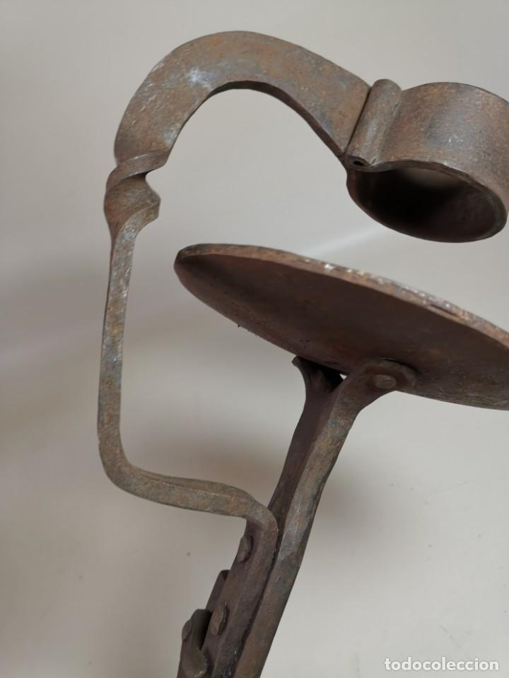 Antigüedades: ANTIGUO CANDELERO HACHERO FORJA MANUAL CIRCA 1900 CON CREMALLERA EXTENSIBLE -FORJA MAESTRIA - Foto 23 - 223062921