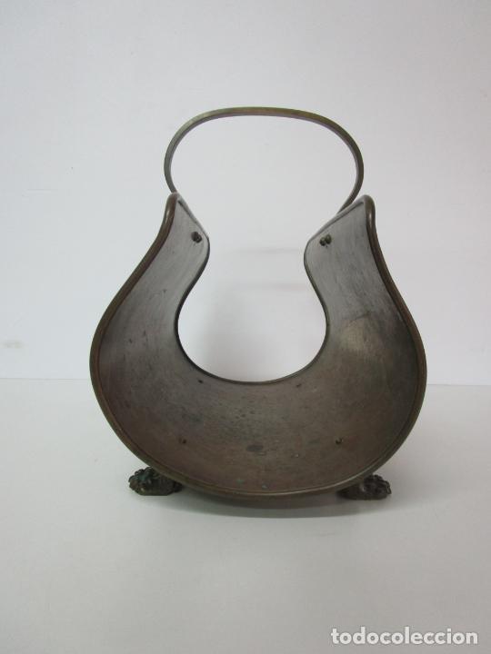 Antigüedades: Revistero de Latón - Patas de Garra - Años 50 - Foto 6 - 223082722