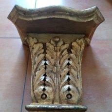 Antigüedades: MENSULA DE MADERA TALLADA Y PAN DE ORO. Lote 223092155