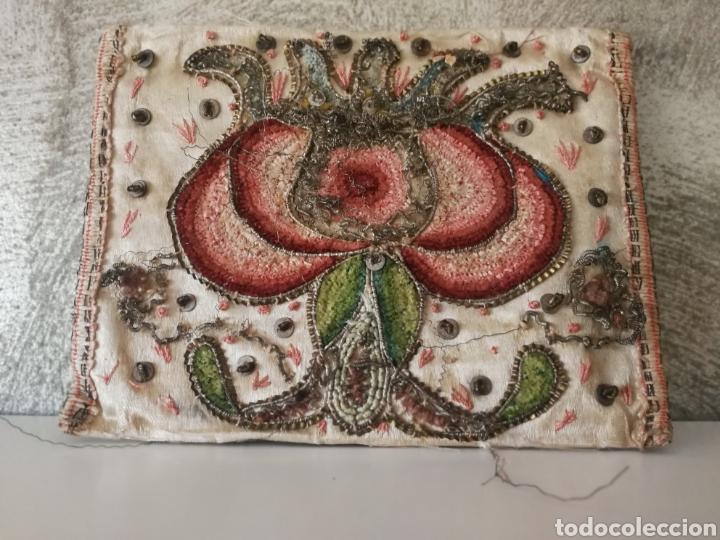 Antigüedades: CARTERA DE SEDA ORO PLATA BORDADO SIGLO XVIII - Foto 2 - 223100298
