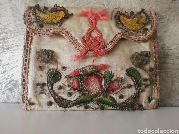 Antigüedades: CARTERA DE SEDA ORO PLATA BORDADO SIGLO XVIII - Foto 10 - 223100298