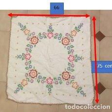 Antigüedades: MANTELITO BORDADO A MANO. Lote 223214391