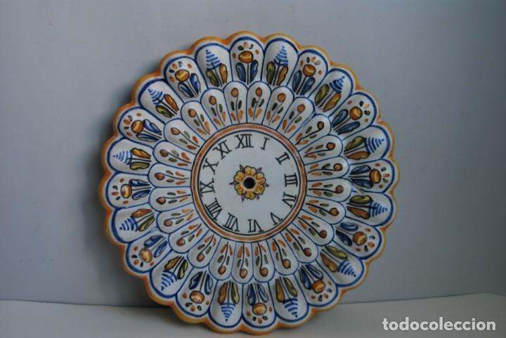 PLATO DE CERÁMICA PARA RELOJ - NIAVE TALAVERA - AÑOS 70 - 30 CM. (Antigüedades - Porcelanas y Cerámicas - Talavera)
