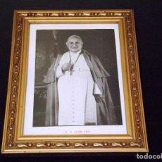 Antigüedades: LÁMINA ENMARCADA DE JUAN XXIII - 1959 - 26 X 20 CMS.. Lote 223266412