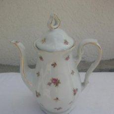 Antiquités: BONITA CAFETERA DE PORCELANA DECORADA CON FLORES Y ORO, W. BAVARIA. Lote 223298360