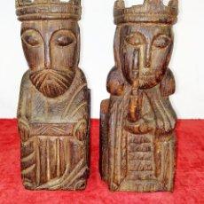 Antigüedades: PAREJA DE REYES SUJETALIBROS. MADERA TALLADA. ESPAÑA. SIGLO XX. Lote 223364402