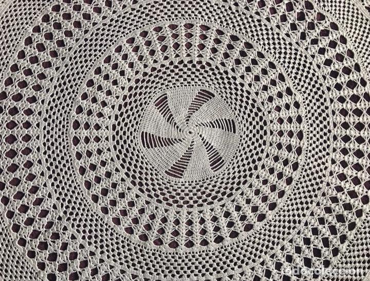 Antigüedades: Precioso tapete mantel redondo -hecho a mano -85 cm de diametro-(19699) - Foto 3 - 223377863