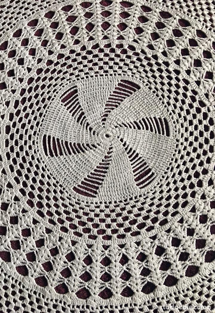 Antigüedades: Precioso tapete mantel redondo -hecho a mano -85 cm de diametro-(19699) - Foto 6 - 223377863