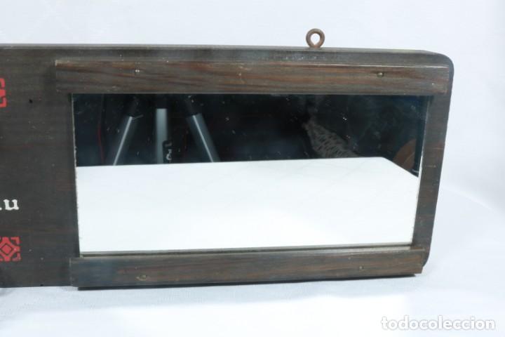 Antigüedades: Precioso llavero con espejo artesanal de origen finlandés - Foto 3 - 223388425