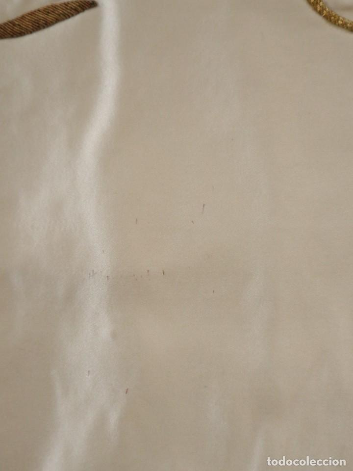 Antigüedades: Casulla confeccionada en seda bordada y terciopelo. med. S. XX. - Foto 11 - 223412712
