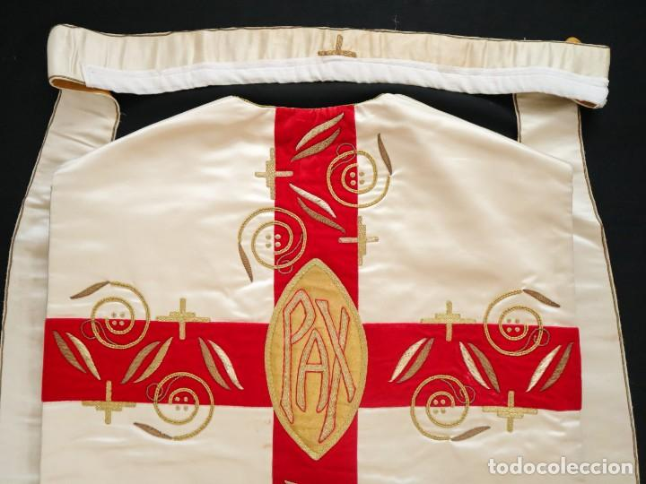 Antigüedades: Casulla confeccionada en seda bordada y terciopelo. med. S. XX. - Foto 14 - 223412712