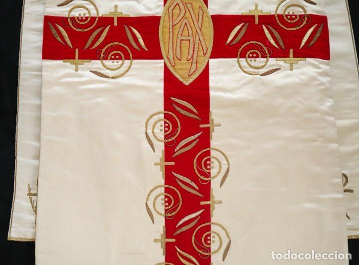 Antigüedades: Casulla confeccionada en seda bordada y terciopelo. med. S. XX. - Foto 16 - 223412712