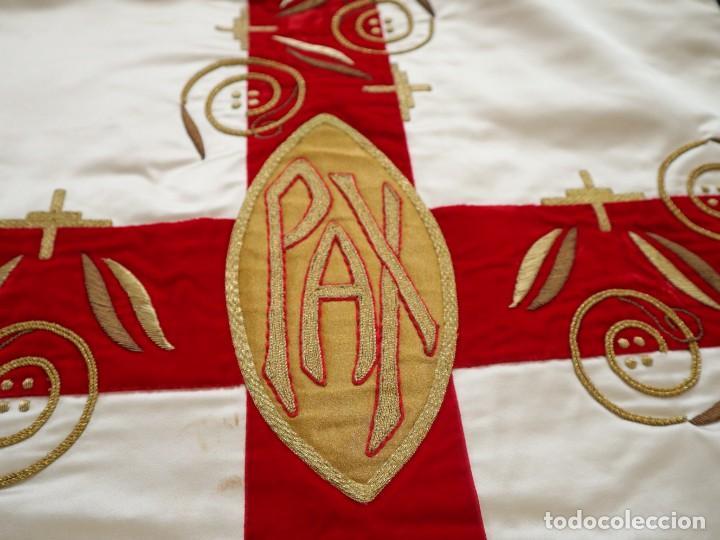 Antigüedades: Casulla confeccionada en seda bordada y terciopelo. med. S. XX. - Foto 18 - 223412712