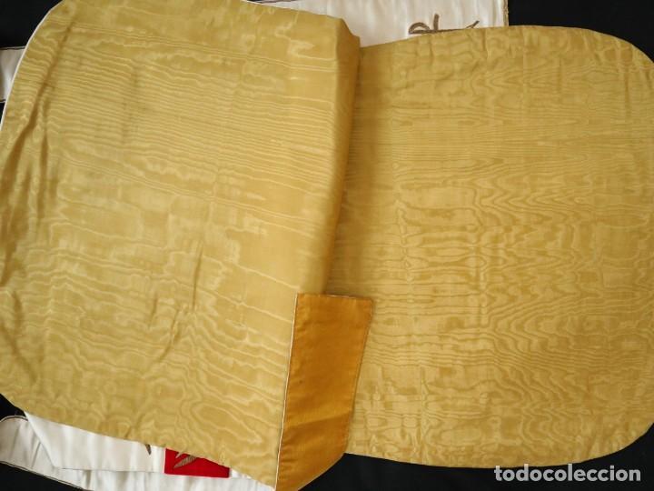 Antigüedades: Casulla confeccionada en seda bordada y terciopelo. med. S. XX. - Foto 20 - 223412712