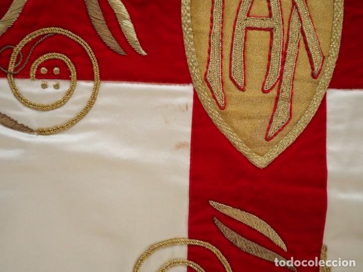 Antigüedades: Casulla confeccionada en seda bordada y terciopelo. med. S. XX. - Foto 21 - 223412712