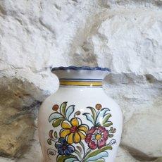 Antigüedades: JARRON DE CERÁMICA DE TALAVERA EL CARMEN PINTADO A MANO. Lote 223462098