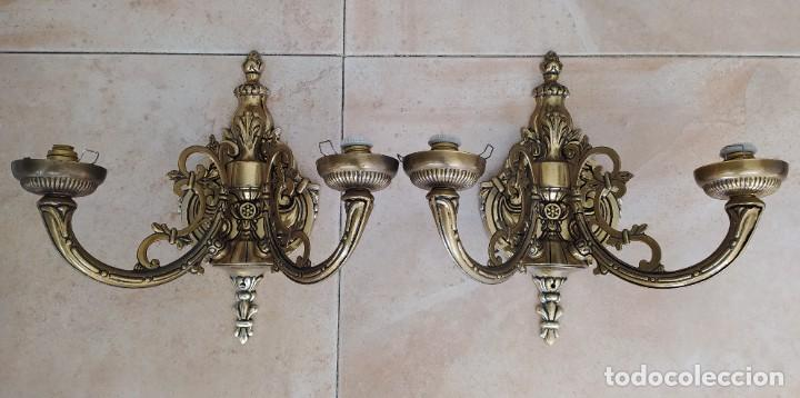 DOS APLIQUES ANTIGUOS DE LATÓN/BRONCE (Antigüedades - Iluminación - Apliques Antiguos)