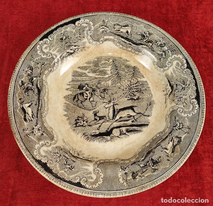 PLATO EN LOZA ESMALTADA DE CARTAGENA. CON MARCAS. ESPAÑA. SIGLO XIX (Antigüedades - Porcelanas y Cerámicas - Cartagena)
