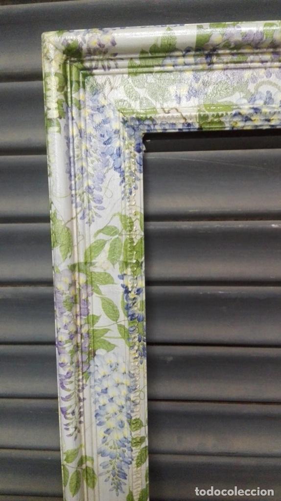 Antigüedades: Bonito marco decorado al estilo antiguo con motivos vegetales. - Foto 2 - 223512912