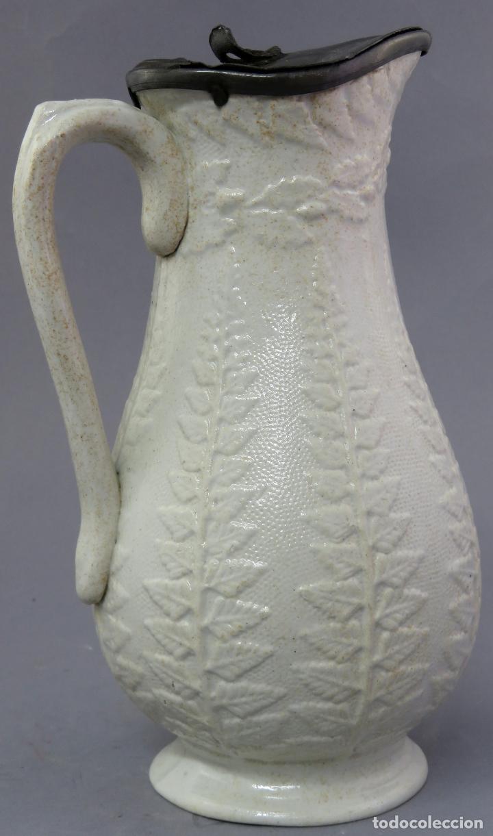 Antigüedades: Jarra victoriana en porcelana esmaltada de relieves con tapa de estaño Inglaterra finales siglo XIX - Foto 4 - 223552255