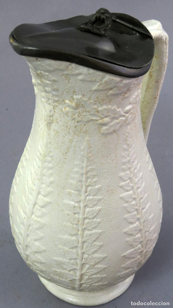 Antigüedades: Jarra victoriana en porcelana esmaltada de relieves con tapa de estaño Inglaterra finales siglo XIX - Foto 8 - 223552255