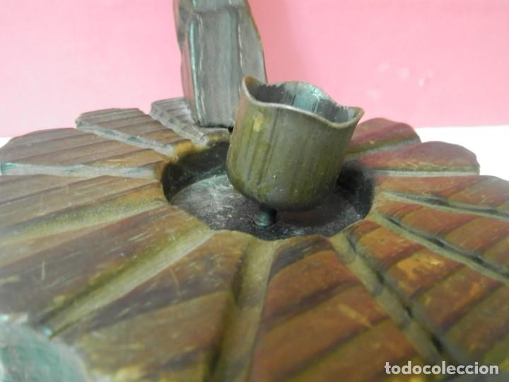 Antigüedades: PORTAVELAS ANTIGUO DE MADERA - Foto 3 - 223552787