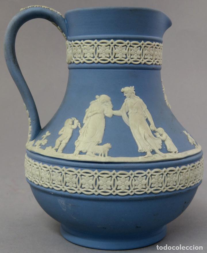 Antigüedades: Jarra porcelana mate azul y blanco Wedgwood decoración en relieve principios del siglo XX - Foto 3 - 223559296